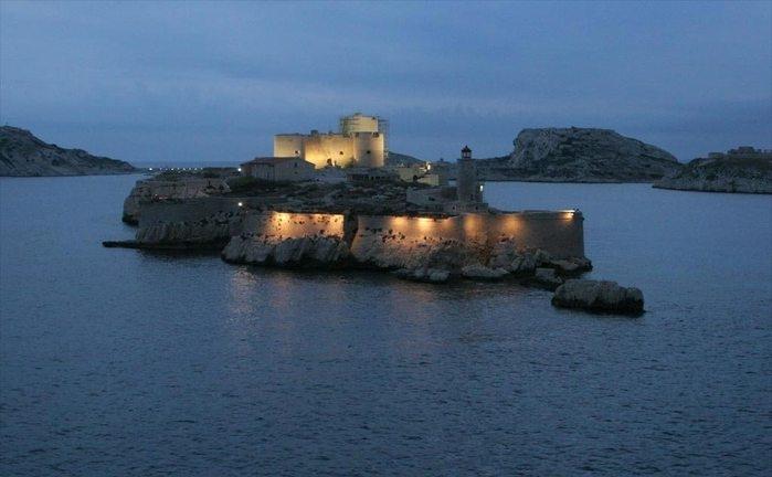 ночной замок графа Монте-Кристо