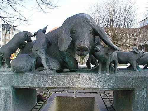 Памятник свинье в Орхусе