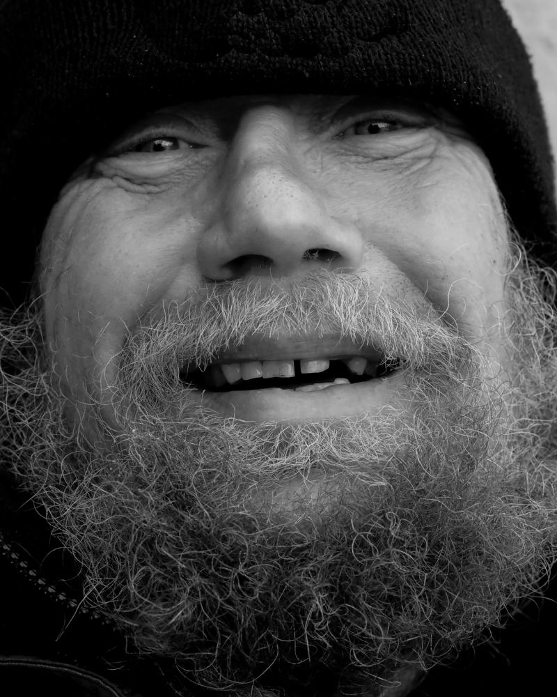 улыбка пожилого человека