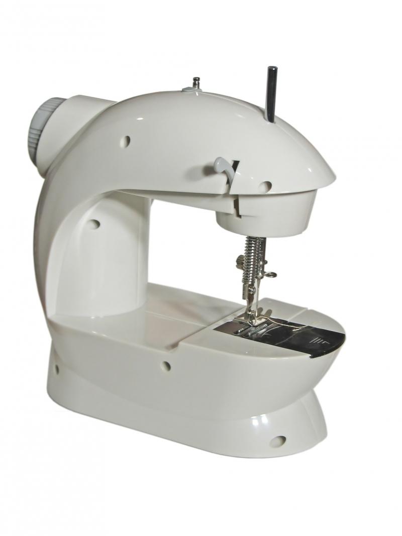 современная швейная машинка