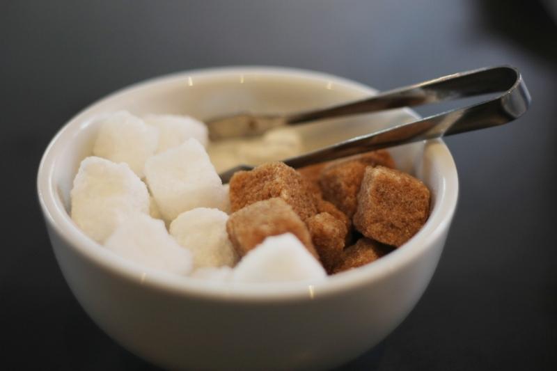 блюдце с сахаром