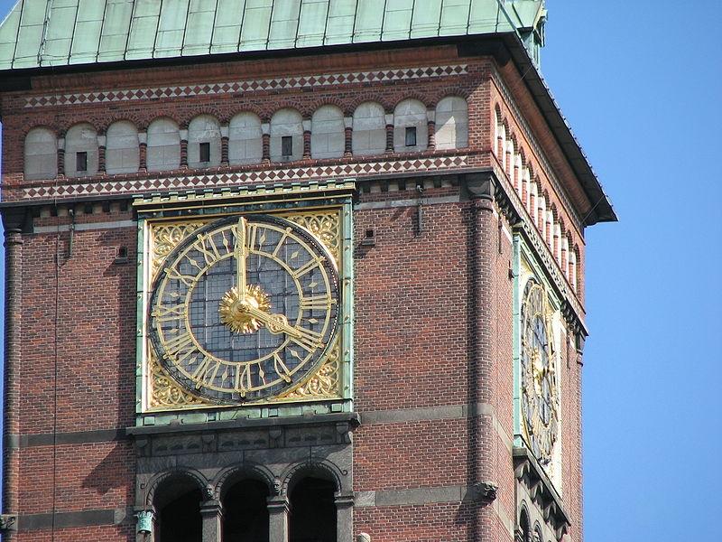 Часы Ольсен ратуша Копенгагена
