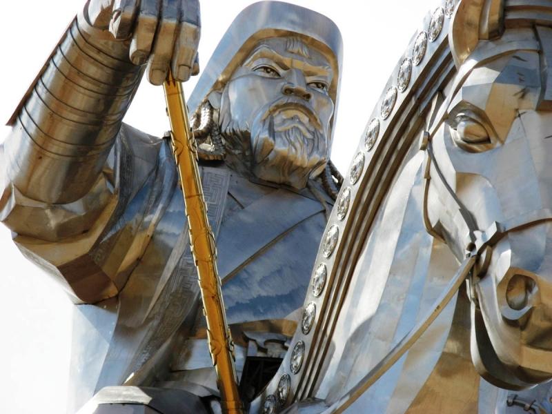 Чингисхан на коне
