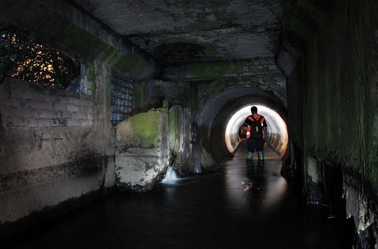 подземная река в коллекторе