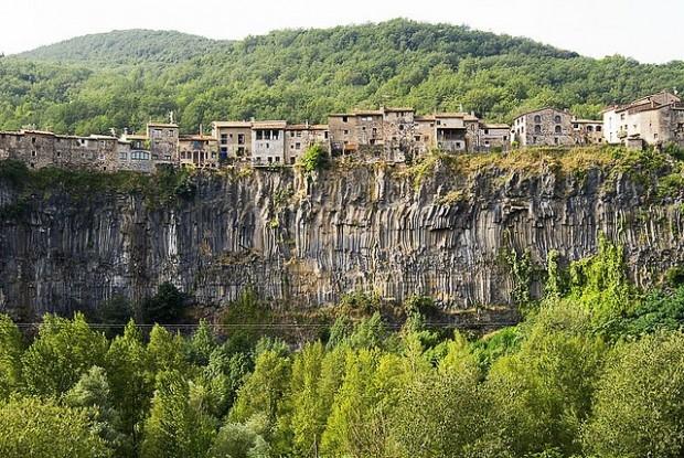 города на скалах