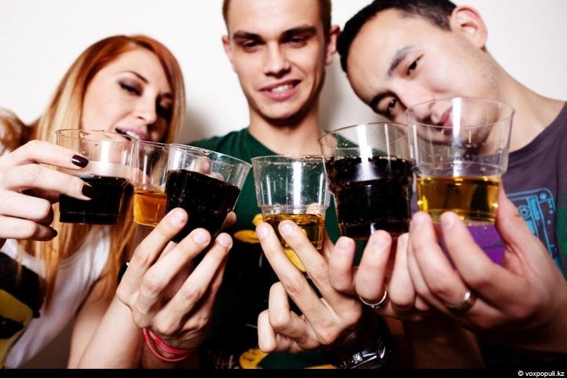 12102c Самый популярный алкоголь – саке и абсент