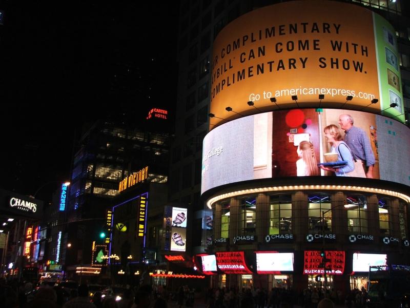 рекламные щиты ночью