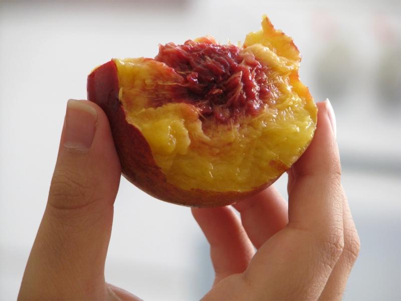 вкусный персик