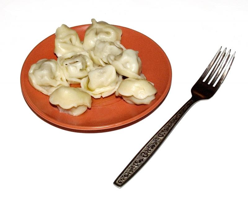 тарелка с пельменями